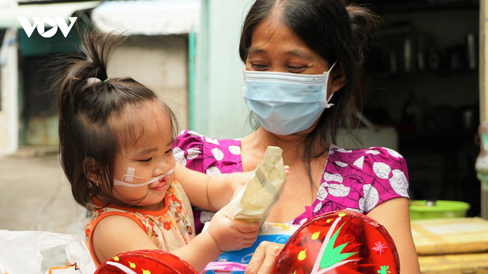 """Trẻ em khó khăn, khuyết tật ở Cần Thơ vẫn có một """"mùa trăng"""" ấm áp"""