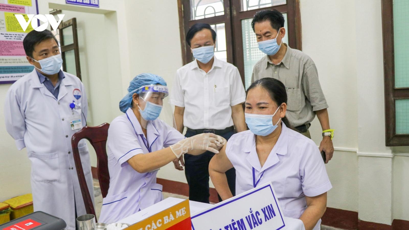 Quảng Trị ưu tiên tiêm vaccinephòng Covid-19cho cán bộ, giáo viên vùng nguy cơ cao