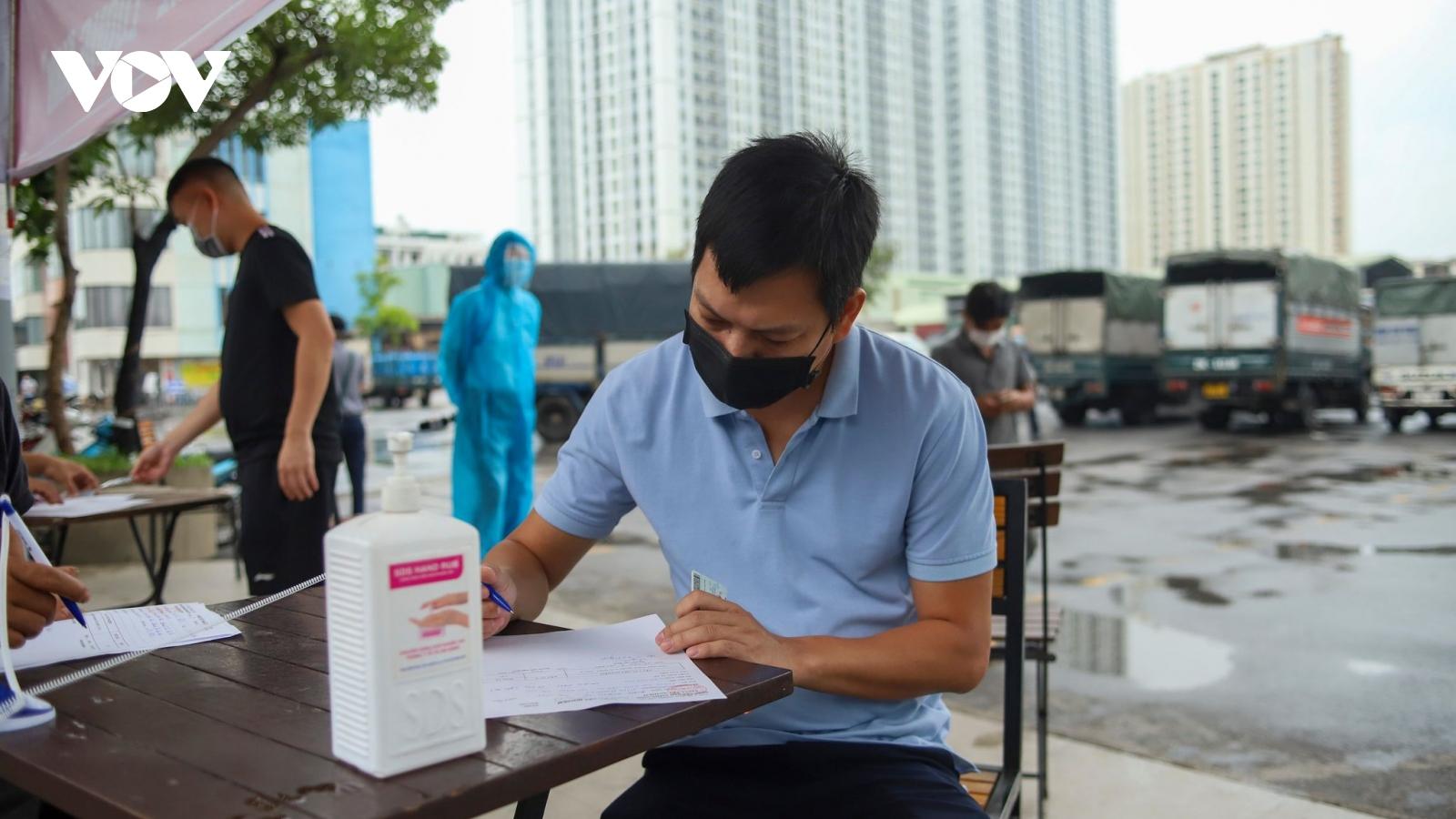 Hà Nội mở thêm 2 điểm tập kết hàng tại bãi đỗ xe Đền Lừ và Bến xe Nước Ngầm