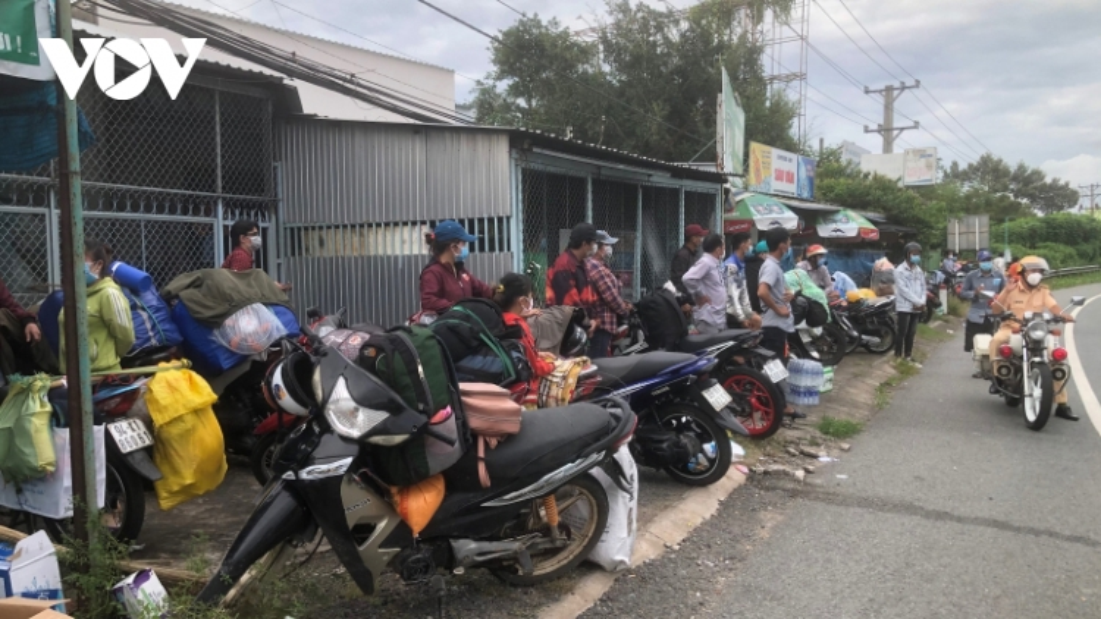 Hậu Giang: Hỗ trợ đưa hơn 300 công dân các tỉnhSóc Trăng, Bạc Liêu, Cà Mau về quê