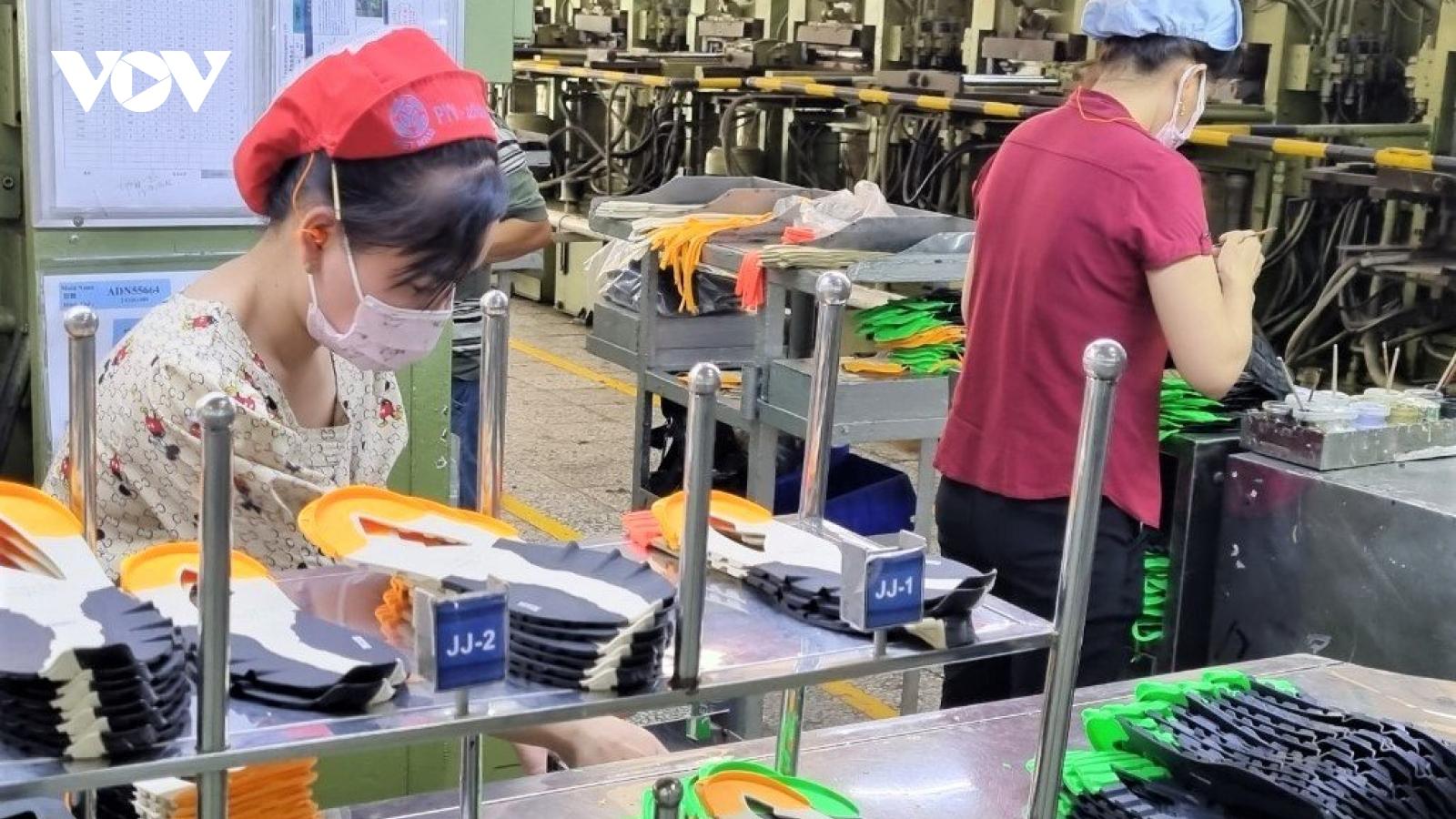 56.000 công nhân Công ty PouYuen (TP.HCM) được hưởng lương ngừng việc
