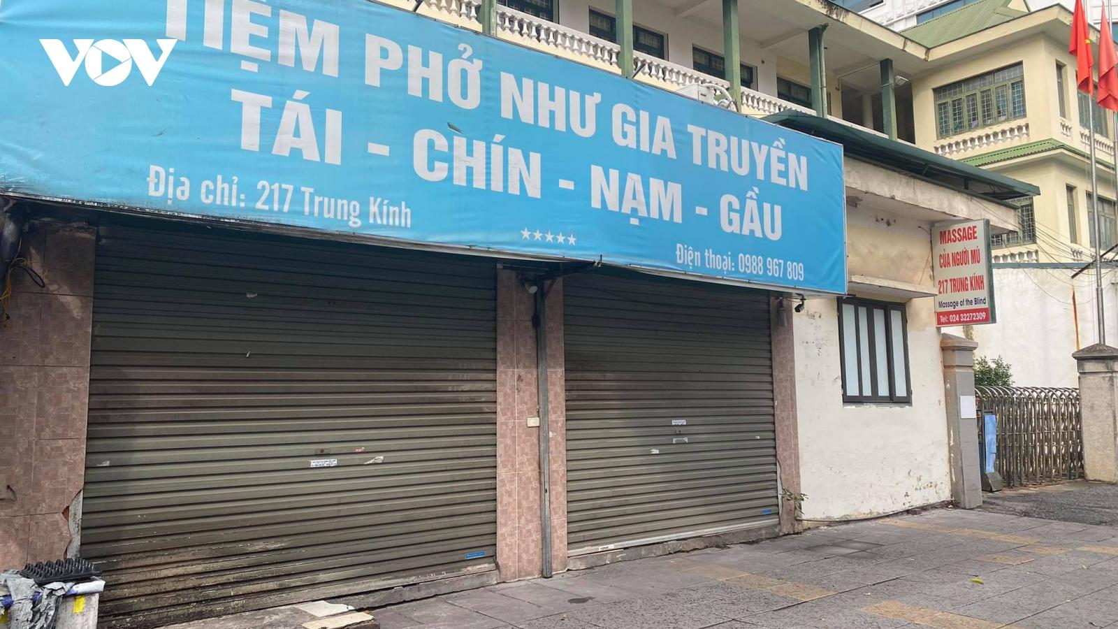 """Nhiều cơ sở kinh doanh ở Hà Nội """"xoay chưa kịp"""" để mở bán trở lại"""