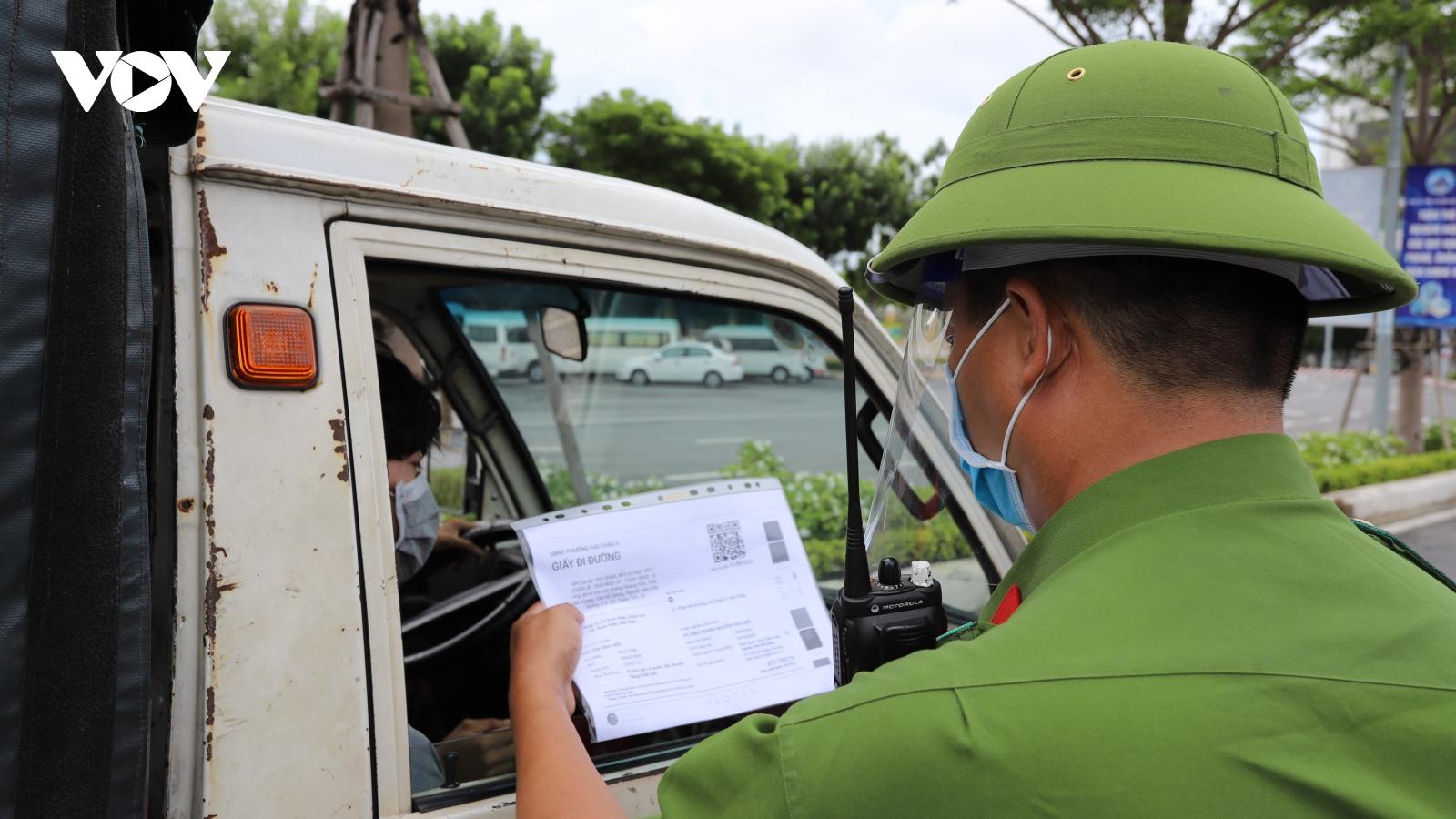 Đà Nẵng kiểm soát chặt việc cấp giấy đi đường, tạo thuận lợi cho người dân và doanh nghiệp