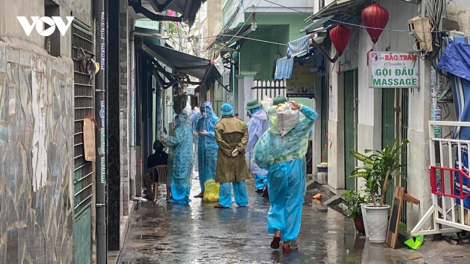 Đà Nẵng xét nghiệm người dân vùng đỏ khi đi sơ tán tránh bão