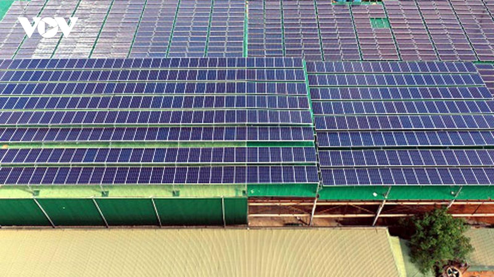 Điện mặt trời mái nhà khu công nghiệp: Hiệu quả nhưng khó triển khai