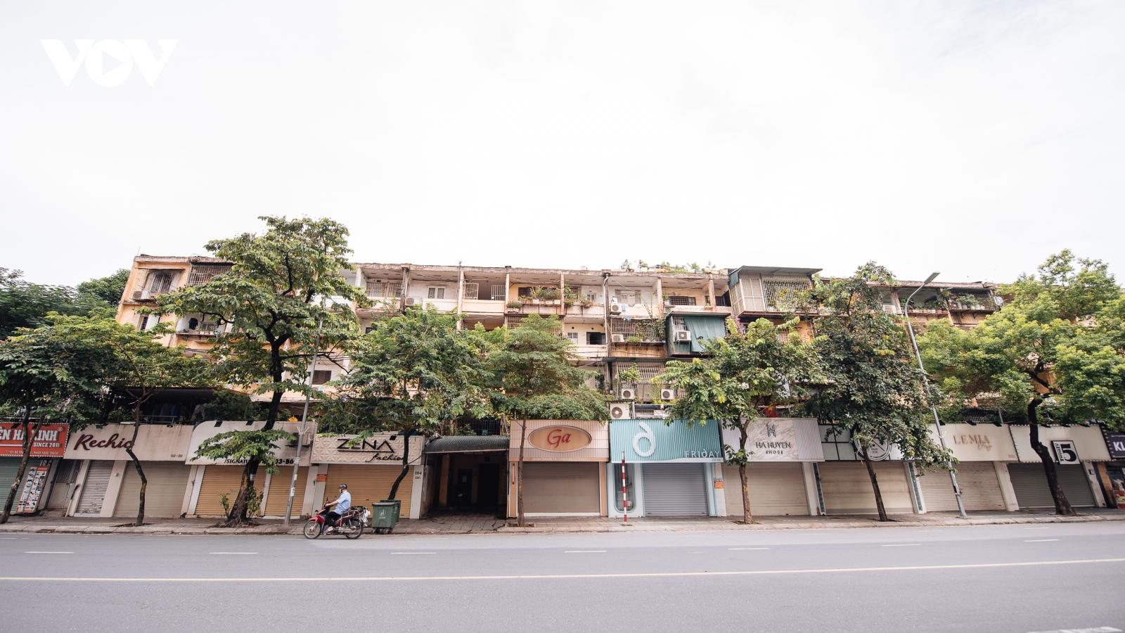 Phố buôn bán tại Hà Nội vẫn im lìm chờ ngày mở cửa trở lại