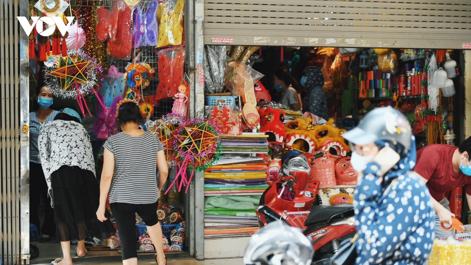 Phố Hàng Mã rón rén mở cửa bán đồ chơi Trung thu
