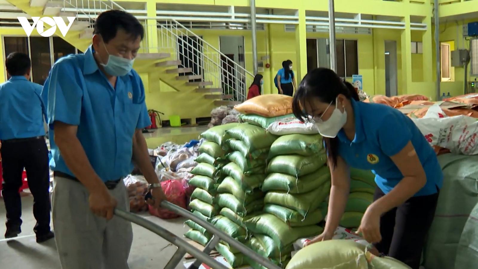 Trà Vinh và Đắk Nông nỗ lực hỗ trợ người dân khó khăn trong mùa dịch