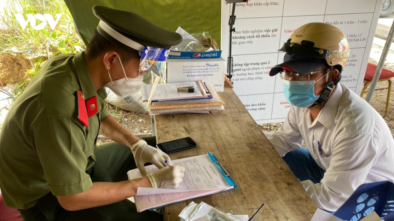 """Một y sĩ ở Bình Dương sửa giấy xét nghiệm COVID-19 để """"thông chốt"""""""