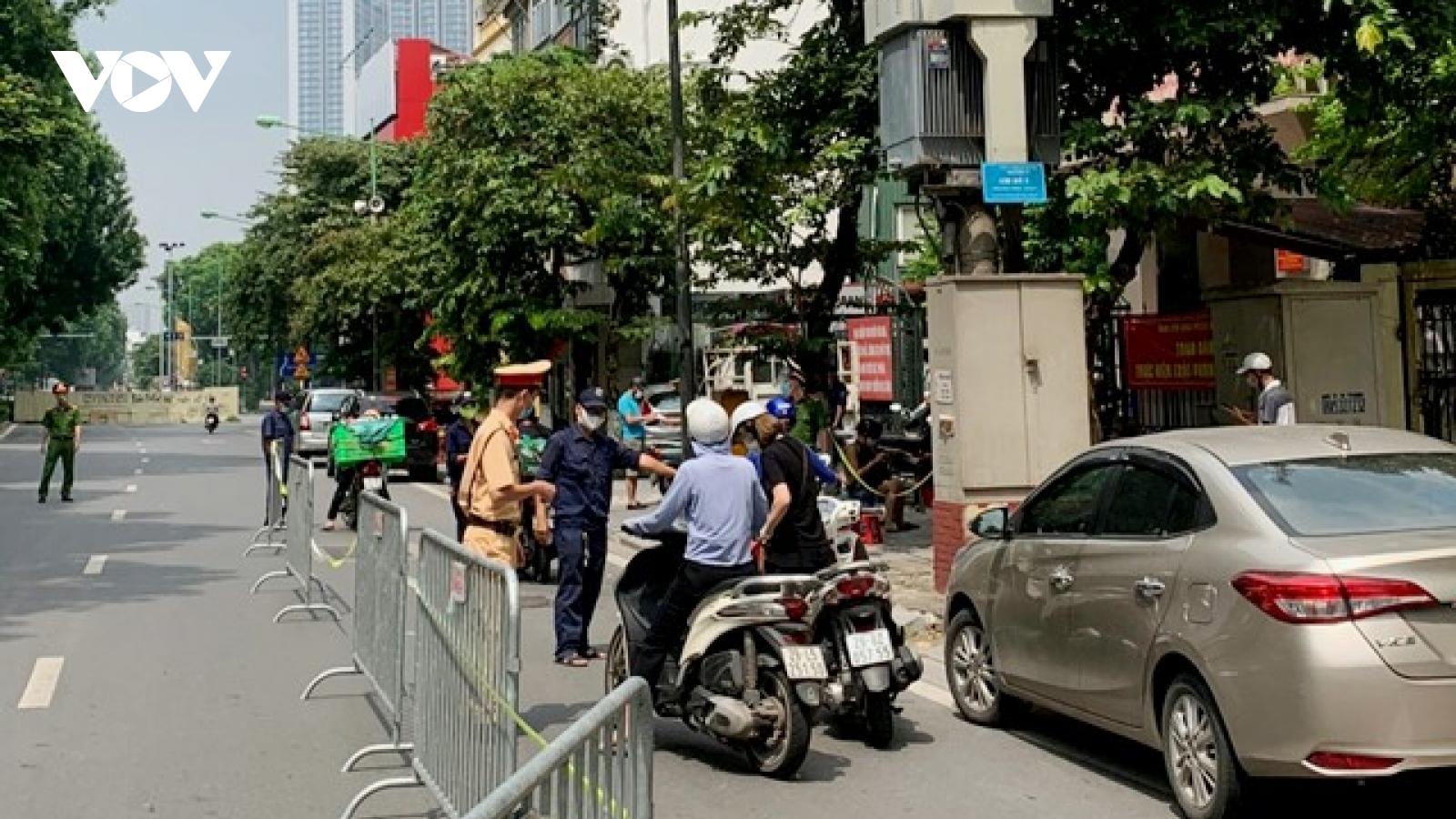 Công an Hà Nội xử phạt hơn 100 trường hợp ra đường không chính đáng