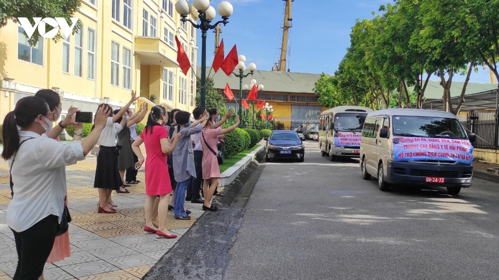 200 cán bộ, sinh viên y tế Hải Phòng lên đường hỗ trợ Hà Nội chống dịch
