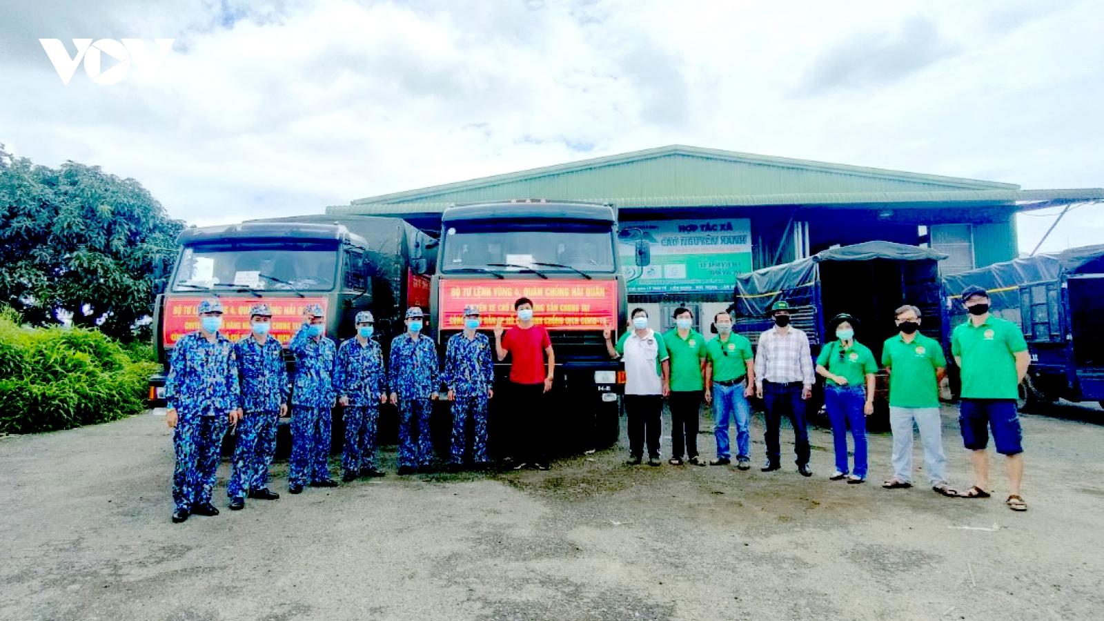 Vùng 4 Hải quân thu mua nông sản gửi giúp TP.HCM chống dịch