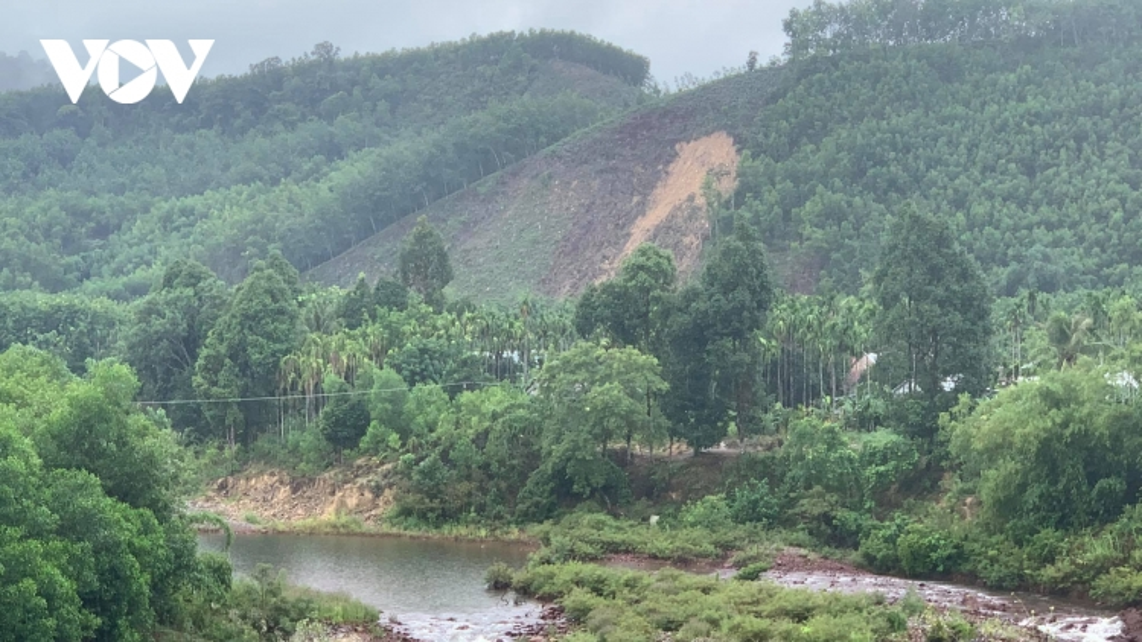 45 người mắc kẹt trong rừng do mưa bão tại Thừa Thiên Huế