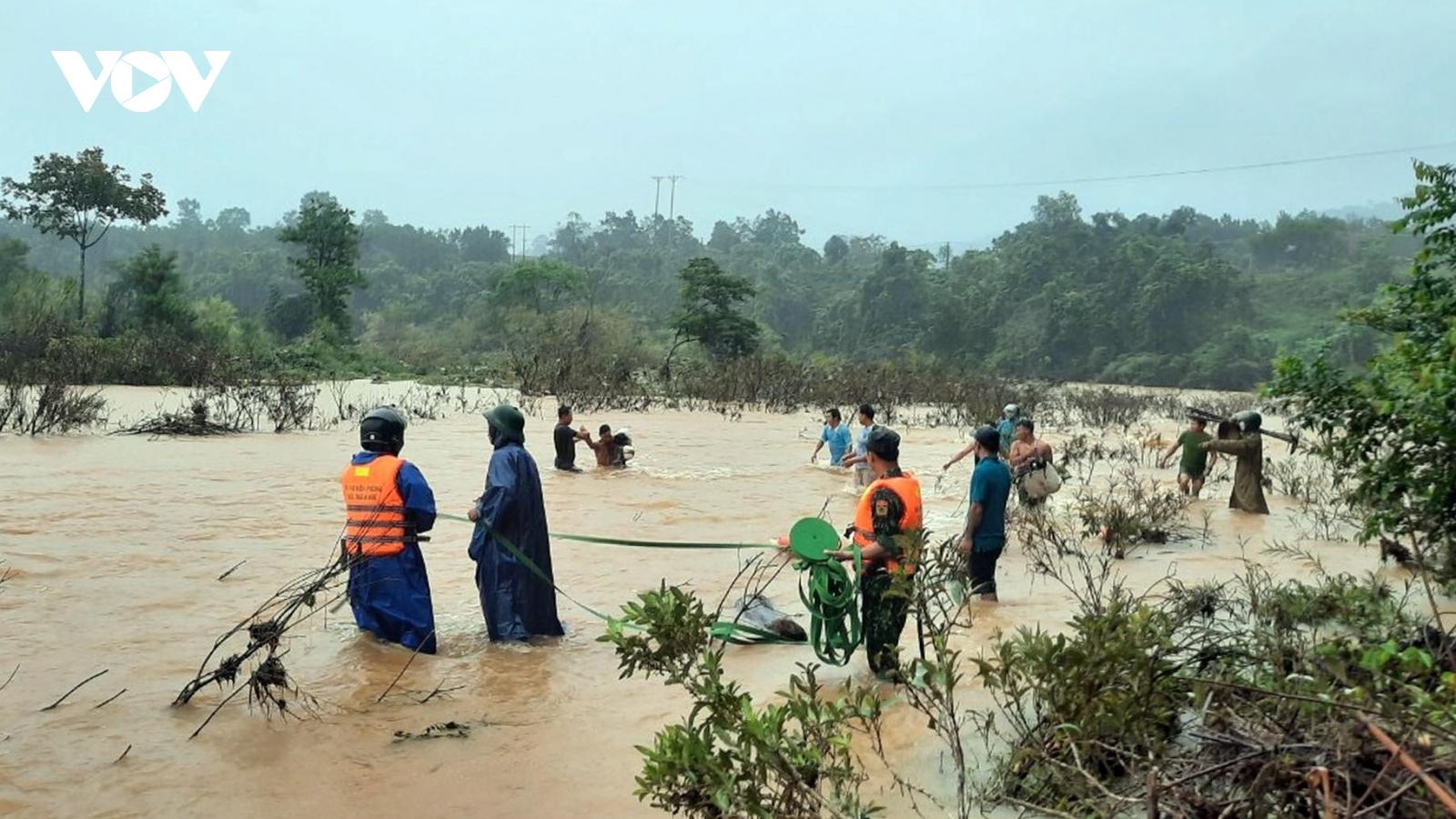 Thừa Thiên Huế: Chưa liên lạc được với 12 người đi rừng ở huyện Nam Đông