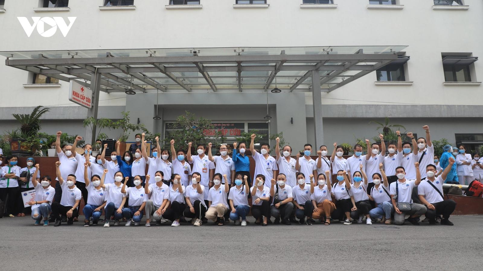 Nhân viên y tế ở Hà Nội tiếp tục lên đường hỗ trợ TP.HCM chống dịch