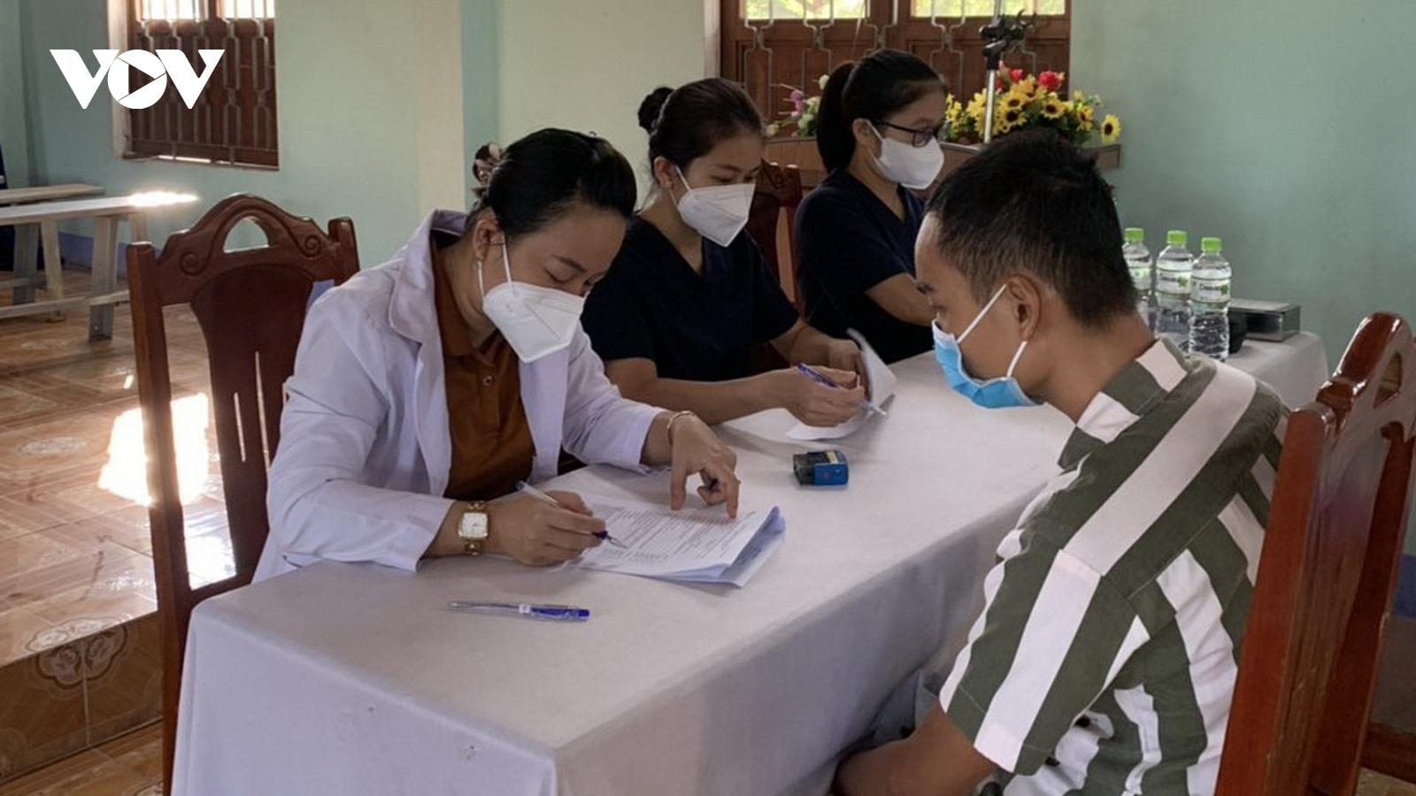 Đà Nẵng tiêm vaccine COVID-19 cho gần 1.000 phạm nhân