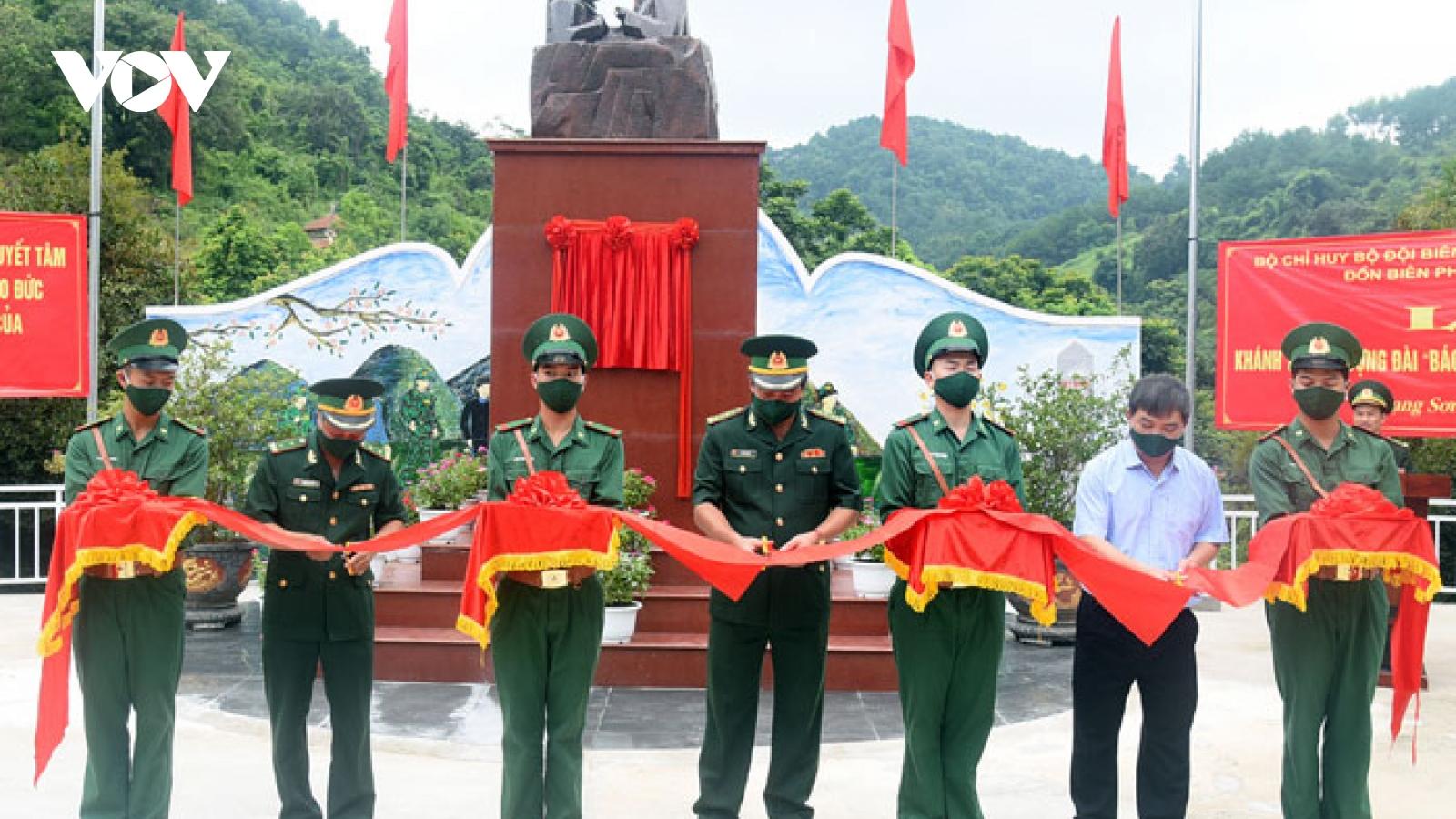 """Lạng Sơn khánh thành tượng đài """"Bác Hồ với chiến sĩ Biên phòng"""""""