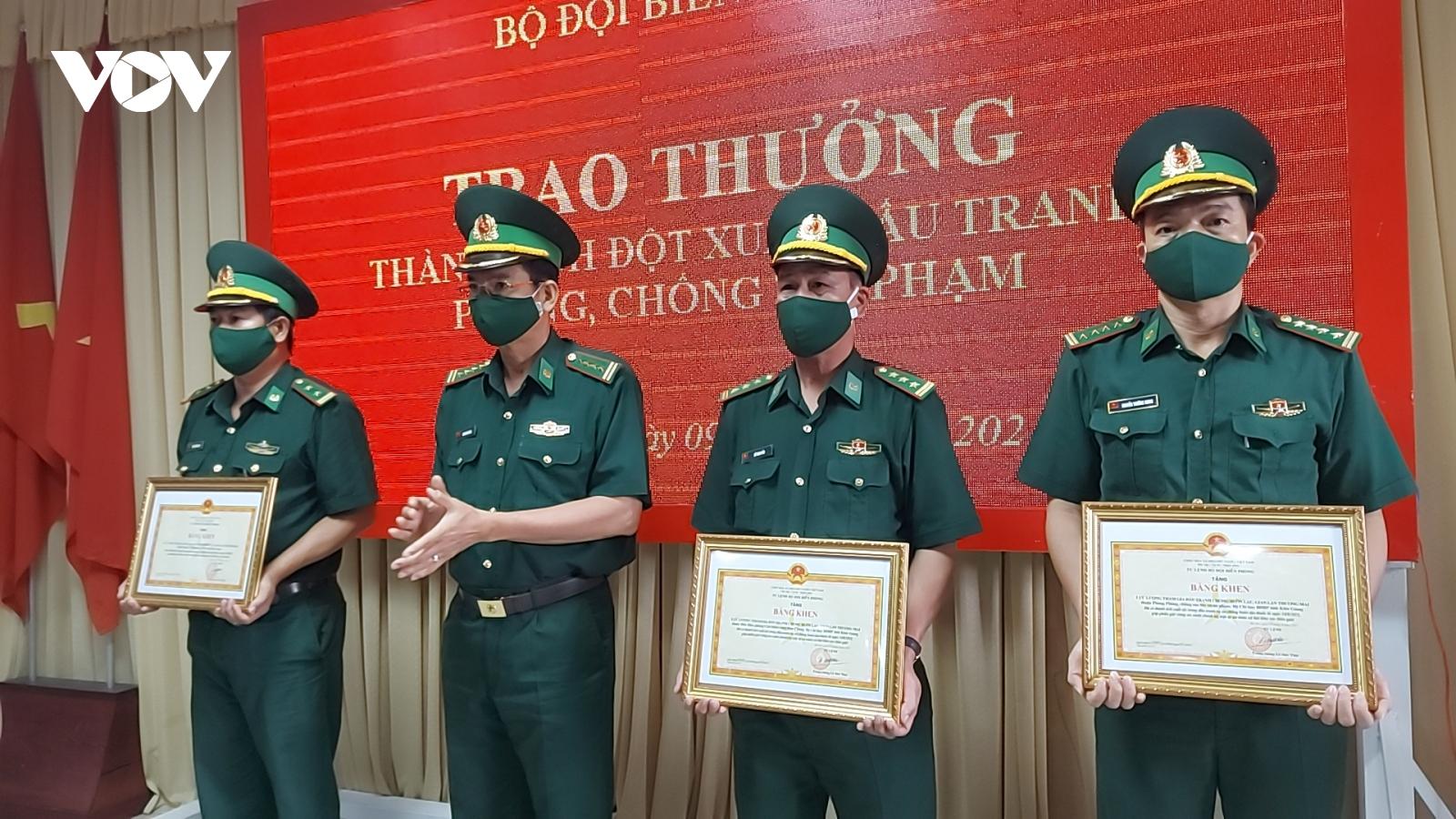 Thưởng đột xuất 4 tập thể có thành tích đặc biệt xuất sắc trong phòng chống buôn lậu