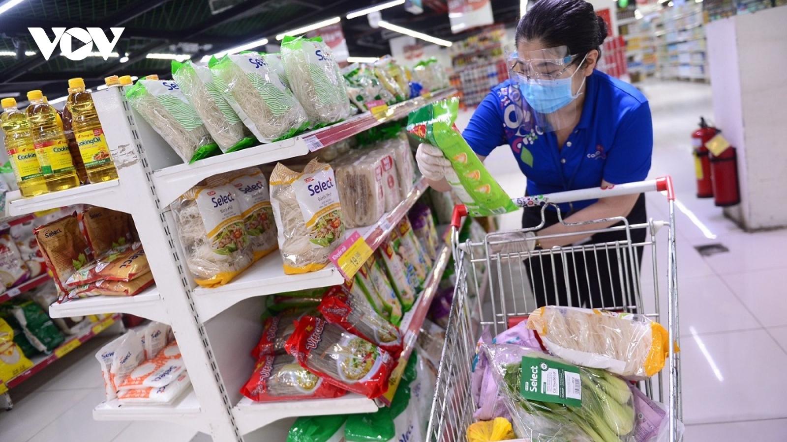 Người tiêu dùng tại TP.HCM khó mua được lương thực, thực phẩm chế biến khô