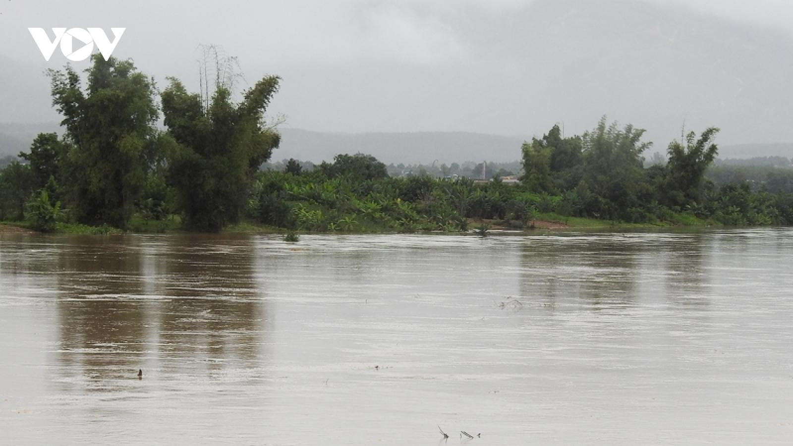 Phát hiện một thi thể nam giới trôi trên sông Pô Kô trong mưa lũ