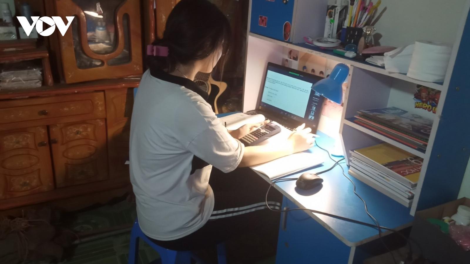 """Thầy trò vùng cao Sơn La háo hức với chương trình """"Sóng và máy tính cho em"""""""