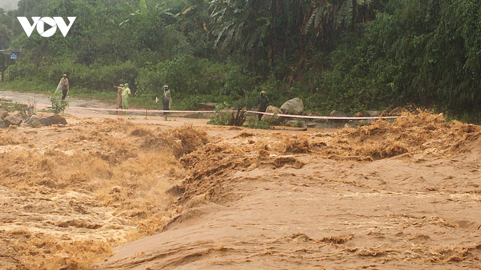Bão số 5 bắt đầu gây thiệt hại ở nhiều nơi tại Kon Tum