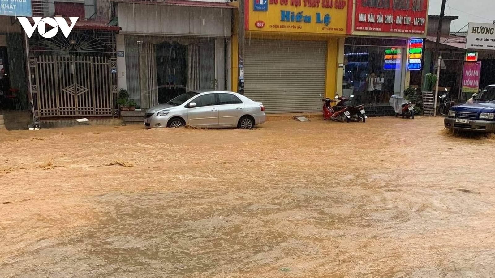 Nhiều hộ dân ở TP Yên Bái khốn khổ vì ngập úng