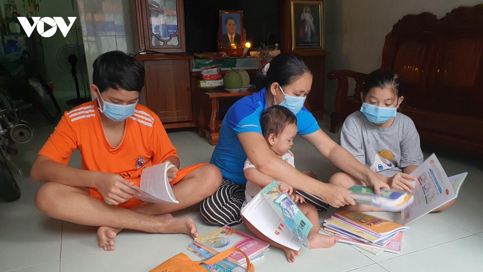 Công nhân nghèo ở Bình Dương và nỗi lo thiết bị cho con học trực tuyến