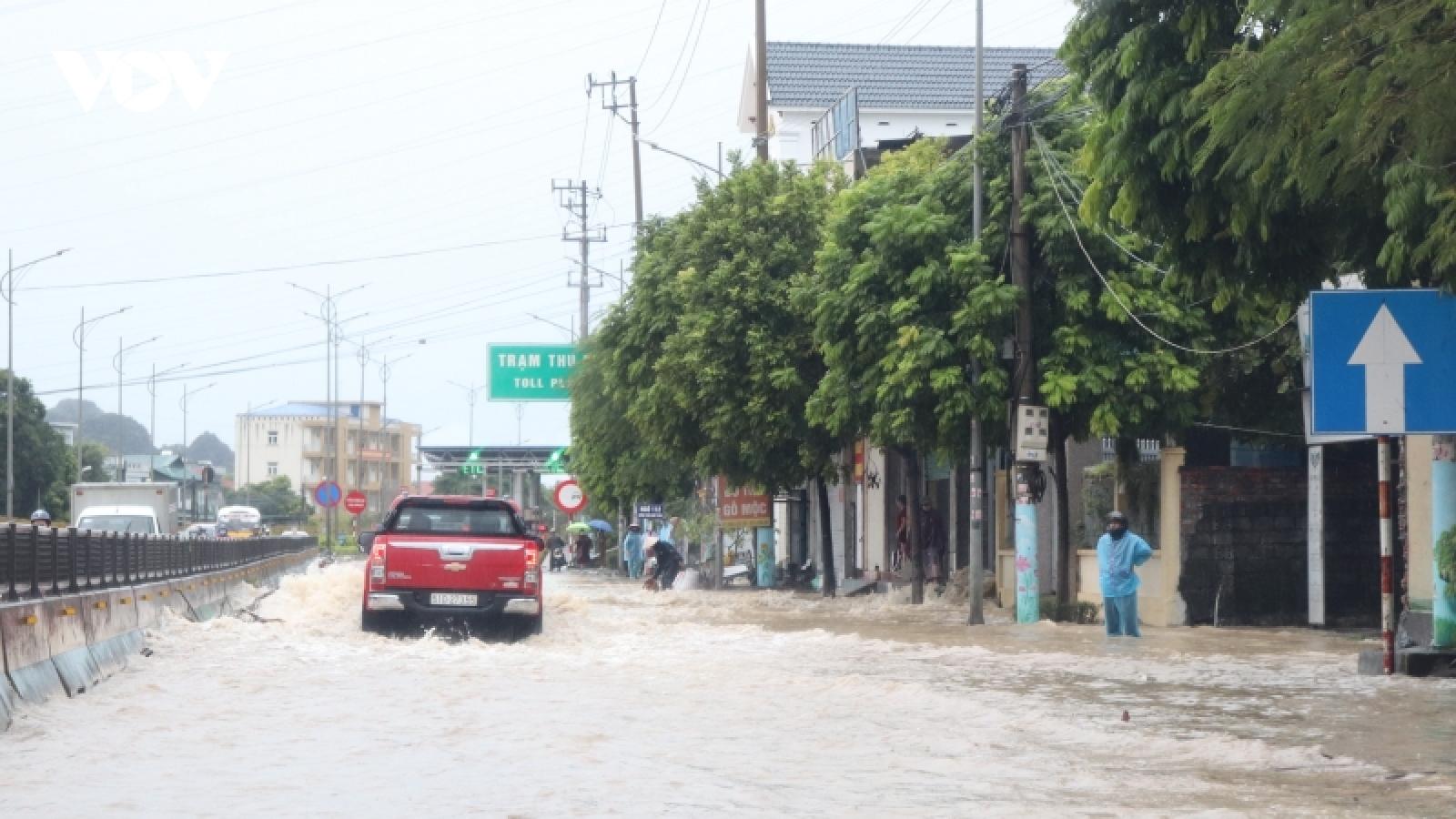 Sau trận mưa lớn, Quảng Ninh nhiều điểm ngập lụt cục bộ