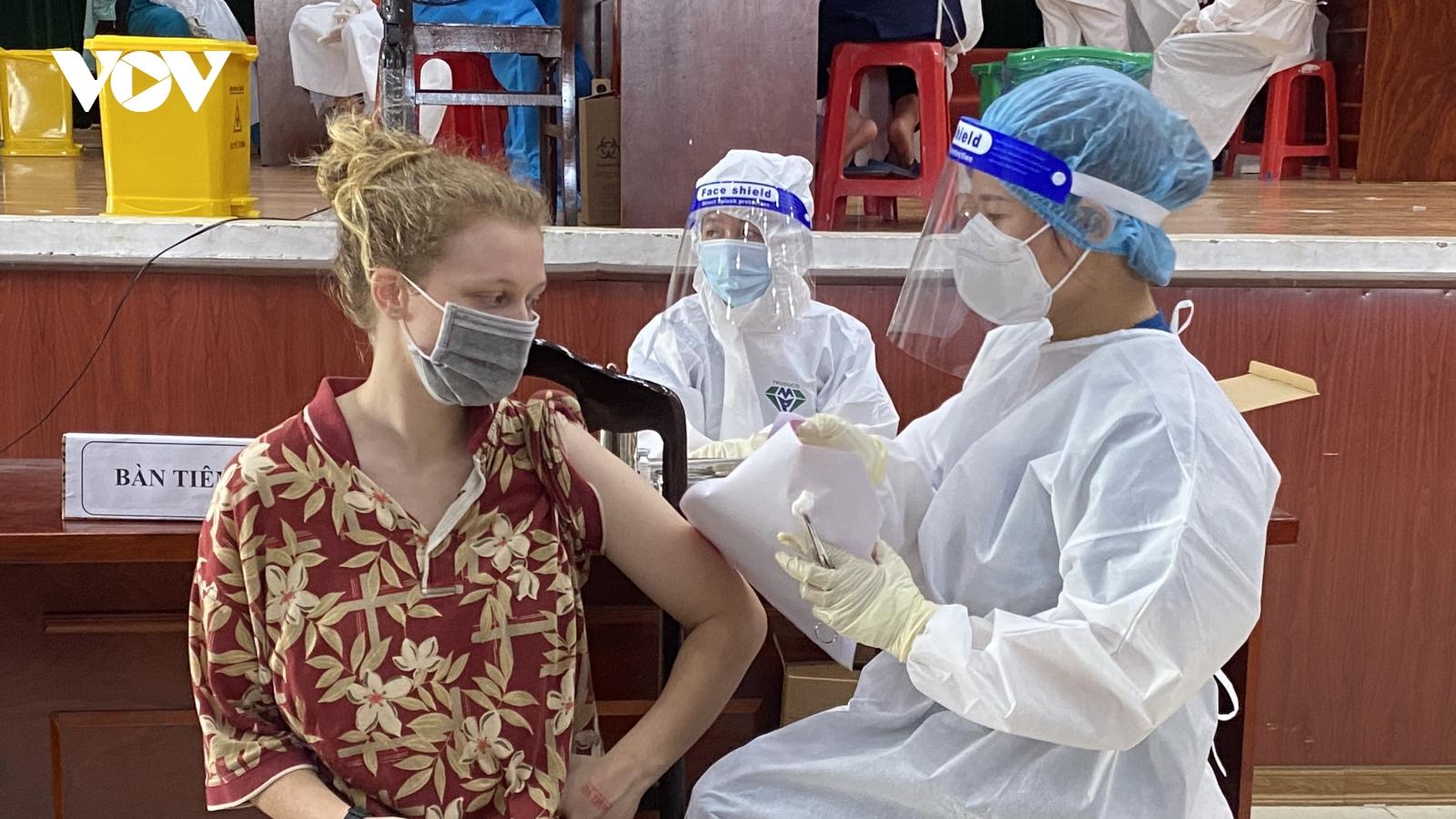 Đà Nẵng tiêm vaccine COVID-19 cho người nước ngoài