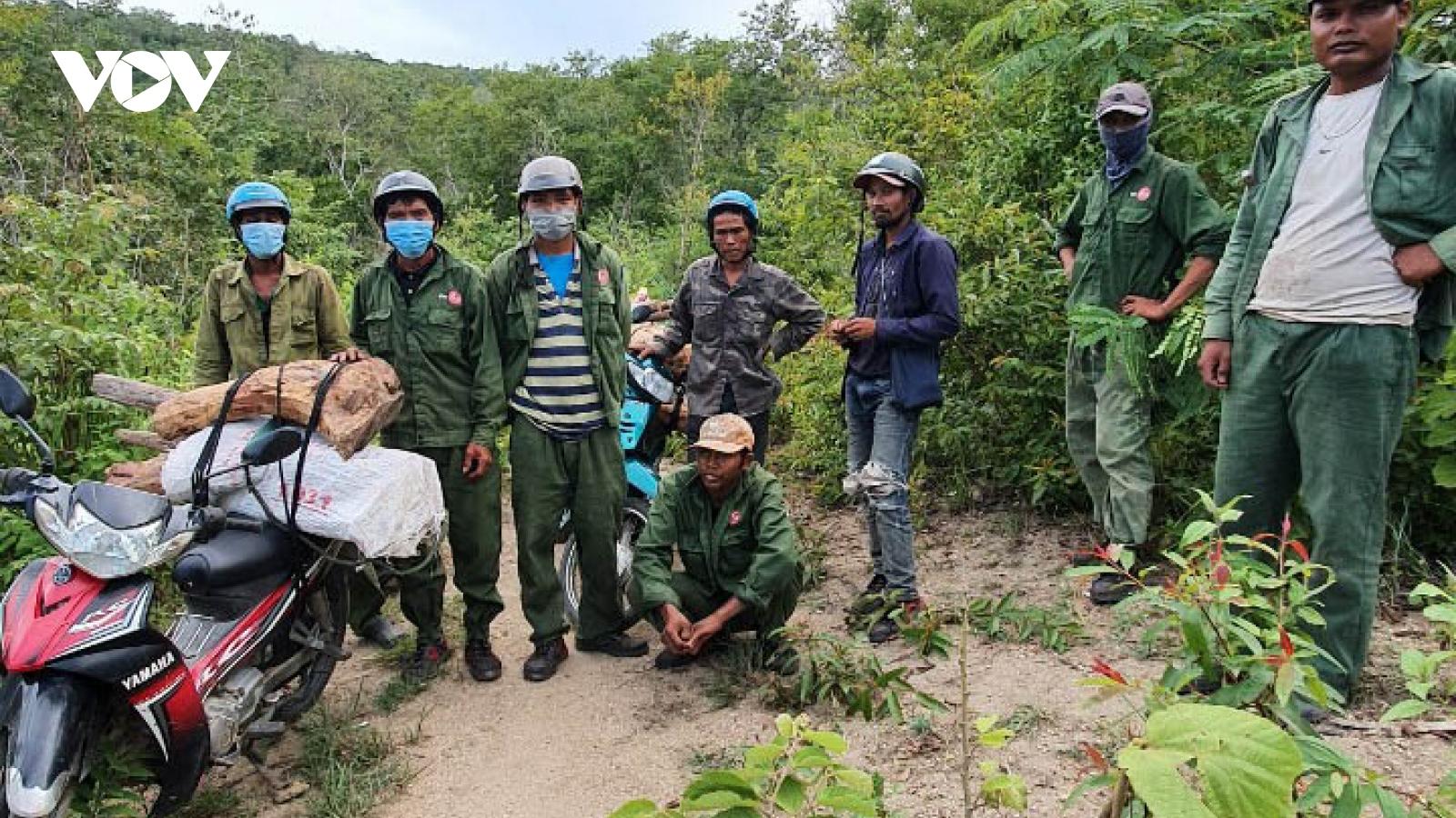 Gian nan cuộc chiến chống lâm tặc xẻ thịt rừng bảo tồn Ea Sô