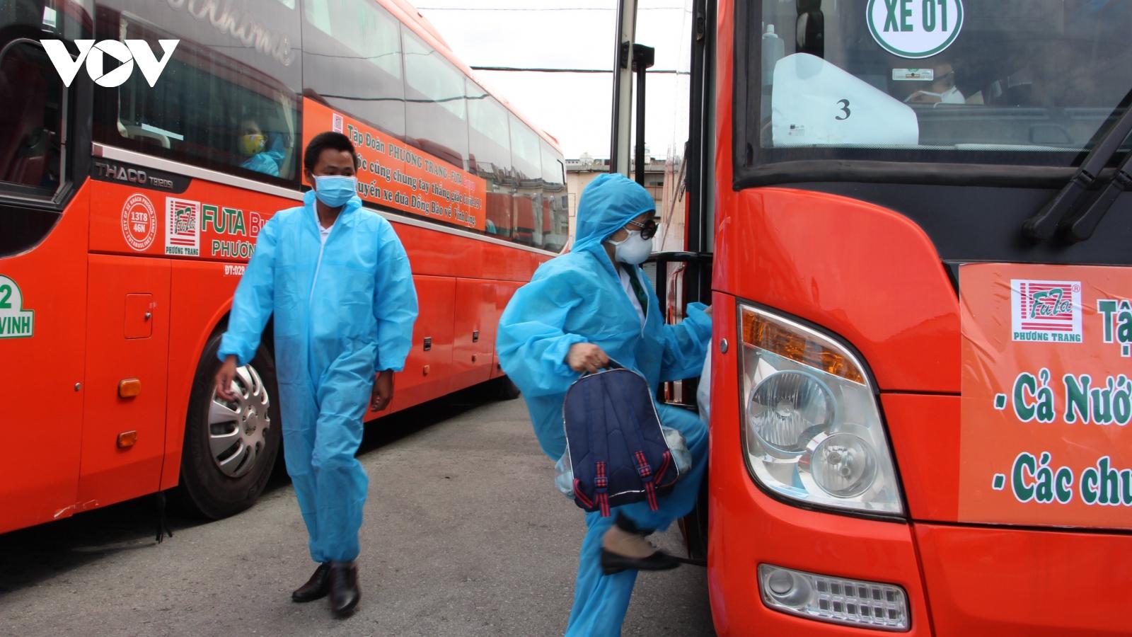 Nhiều địa phương tiếp tục đưa người dân từ TP.HCM về quê tránh dịch