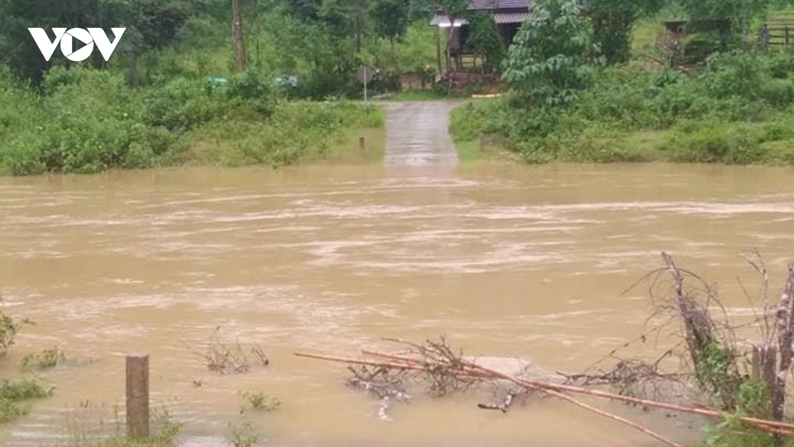 Mưa lũ tại Quảng Bình khiến 1 người chết, 5 người mất liên lạc