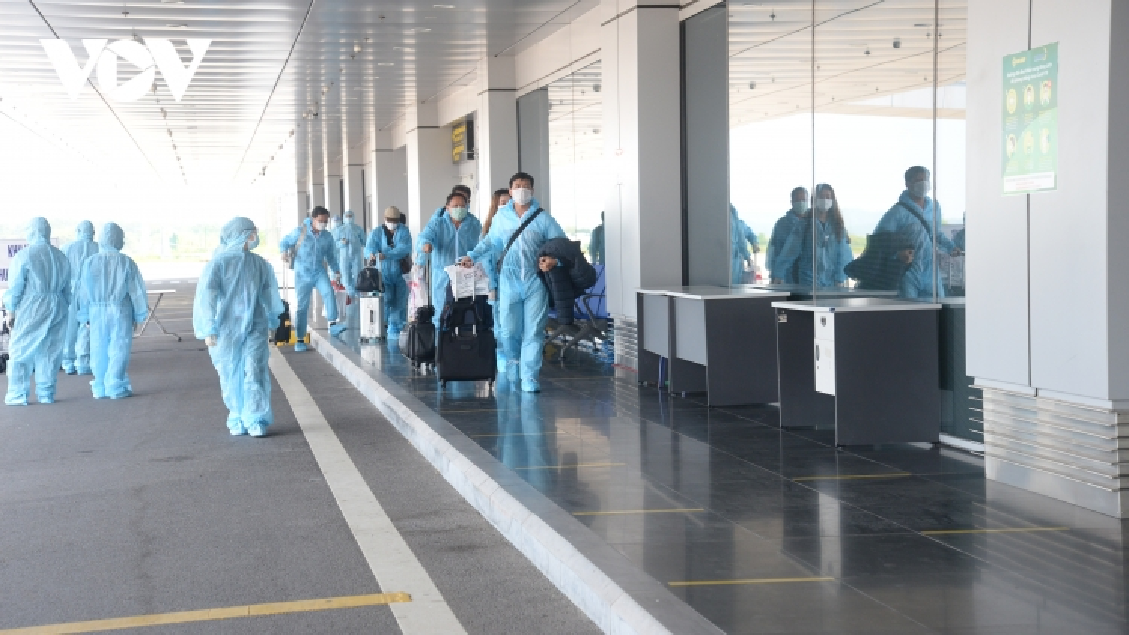 """Quảng Ninh đón 2 chuyến bay thí điểm """"hộ chiếu vaccine"""""""