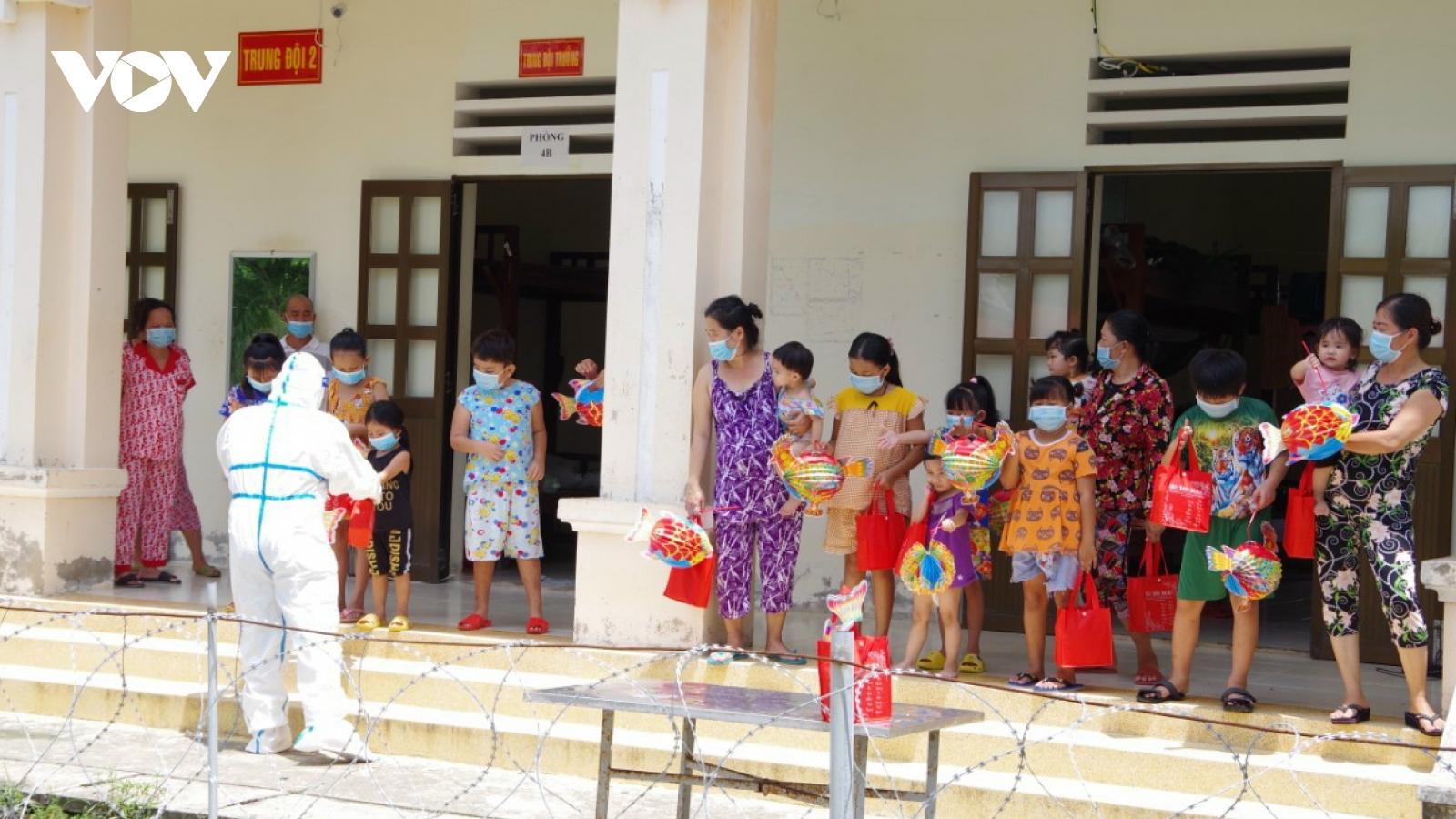 Trẻ em ĐBSCL đón Trung thu ấm cúng tại nhà