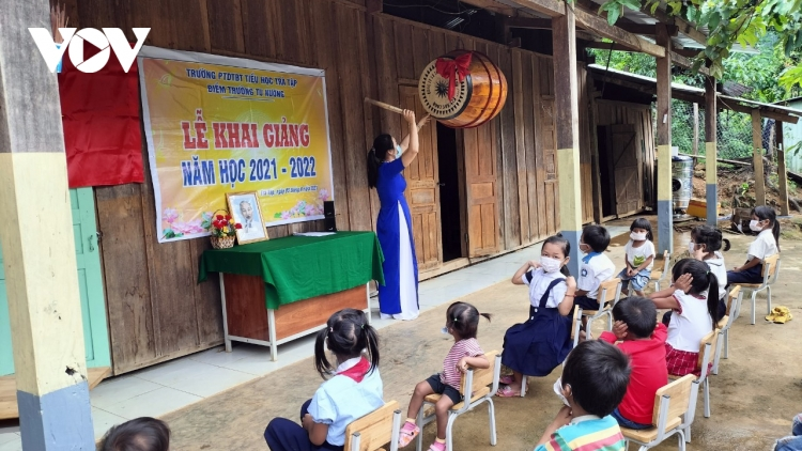 Lễ khai giảng đặc biệt trên vùng rẻo cao Quảng Nam