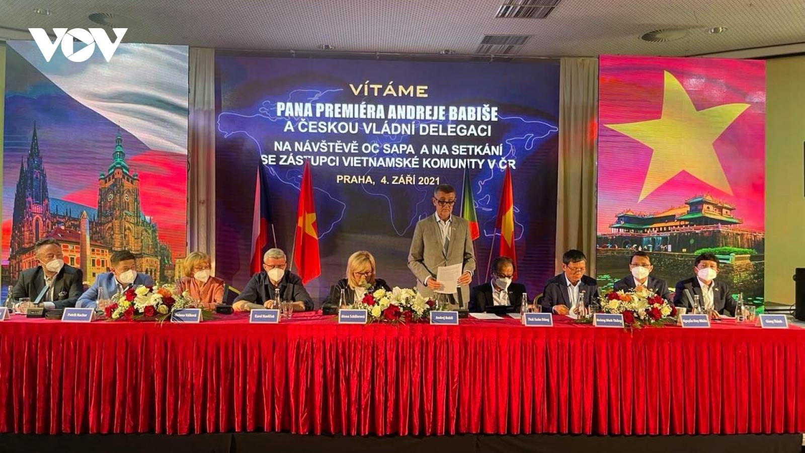 Thủ tướng Séc gặp gỡ đại diện cộng đồng người Việt tại Praha