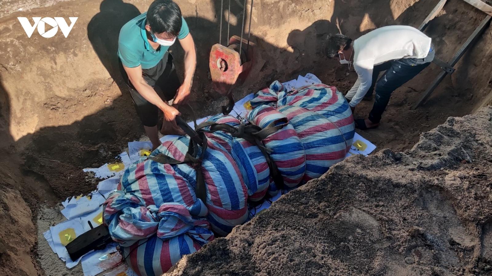 Người dân huyện Lý Sơn an táng cá Ông 700kg lụy vào đảo