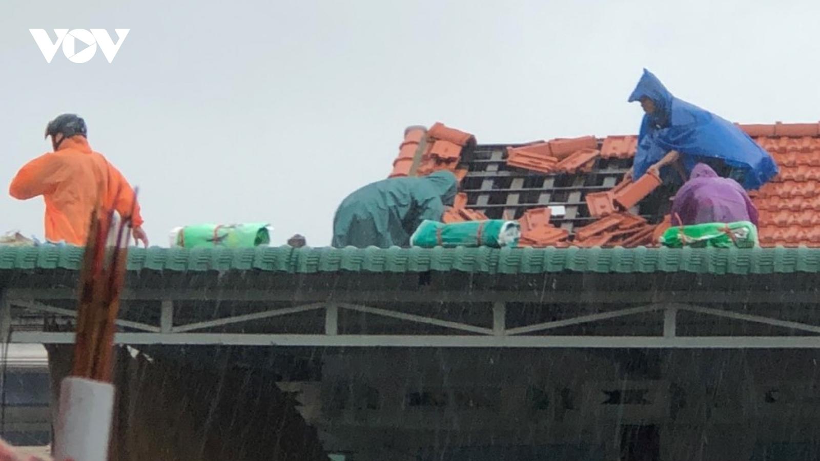 Bão số 5 khiến hàng chục nhà dân bị tốc mái ở Thừa Thiên Huế
