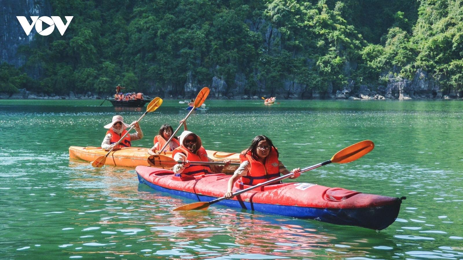Vịnh Hạ Long lọt top điểm đến hàng đầu để du khách rời xa mạng xã hội