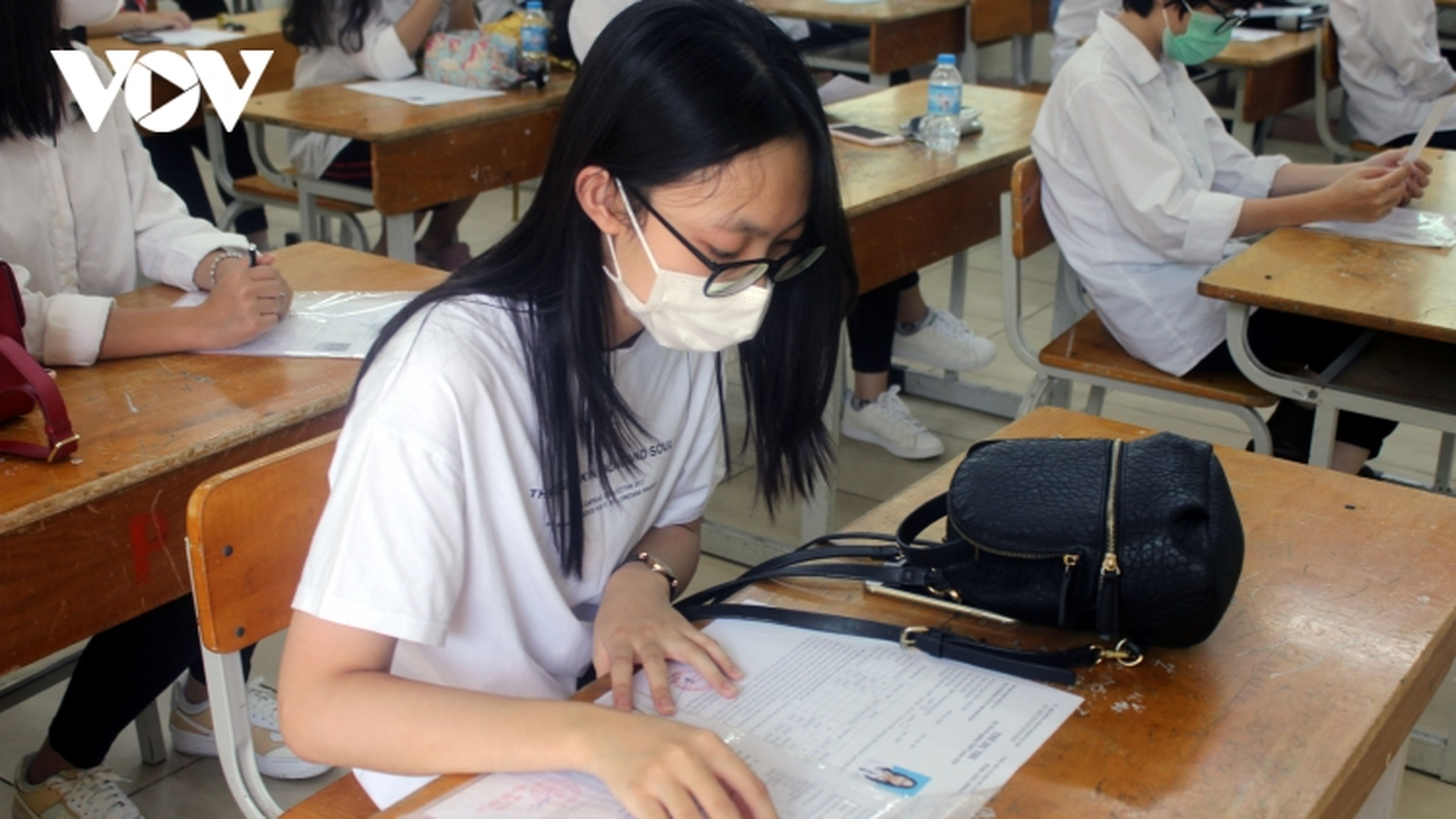 """Sẽ cấp giấy xác nhận kết quả học tập cho HS phải """"học tạm"""" tại địa phương khác do dịch"""