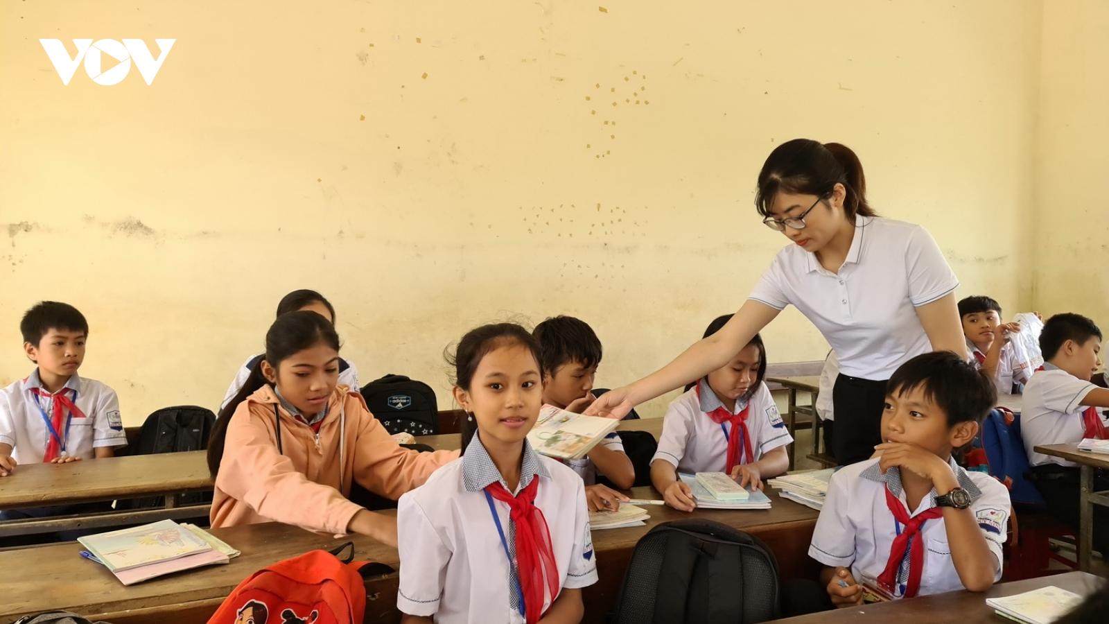 Quảng Bìnhhỗ trợ học phí học kỳ 1 cho toàn bộ học sinh