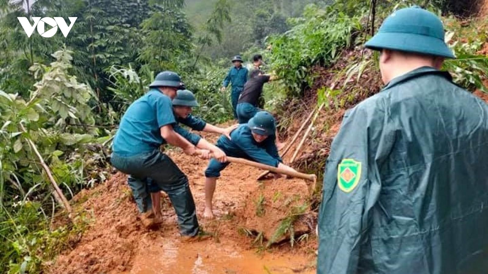 Hoàn lưu bão số 8 mưa lớn gâythiệt hại nhiều ngôi nhà ở Yên Bái