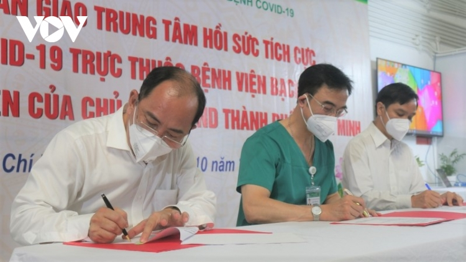 Bệnh viện Bạch Mai bàn giao Bệnh viện dã chiến số 16 cho TP.HCM
