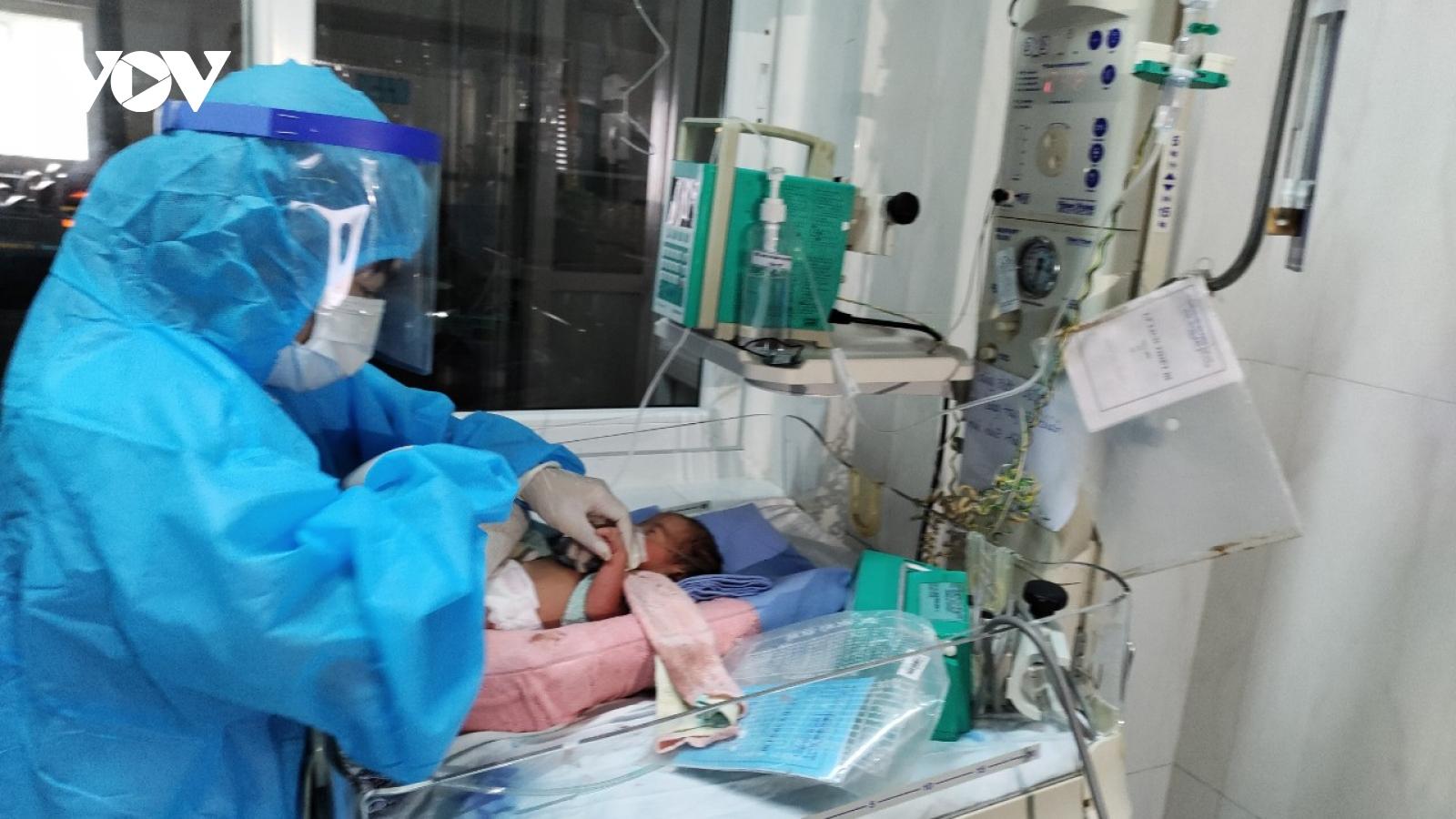 Mổ lấy con, cứu sản phụ mắc Covid-19 diễn tiến nặng ở Đắk Lắk