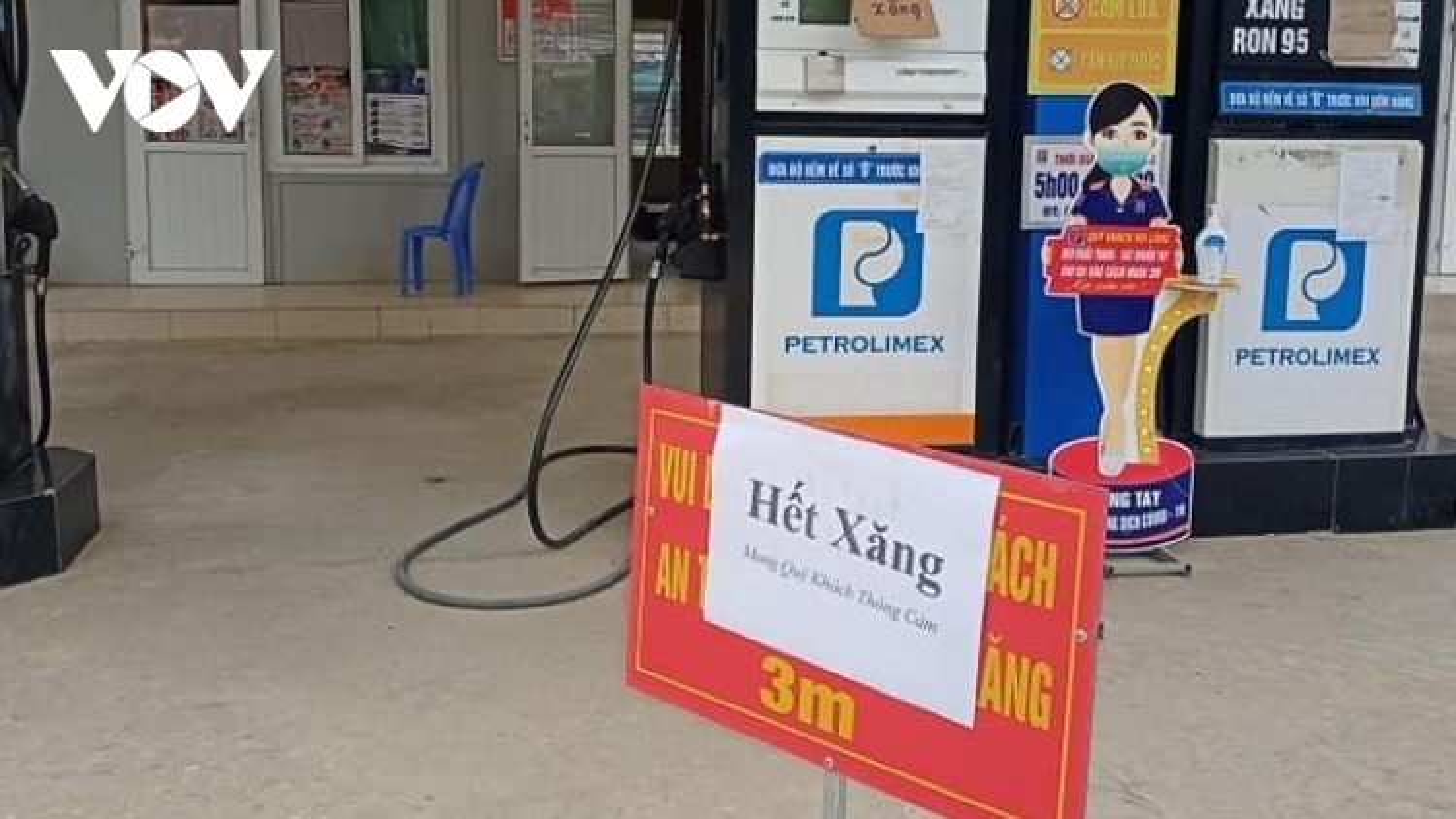 Hàng loạt cửa hàng ở miền núi Nghệ An đồng loạt treo biển hết xăng