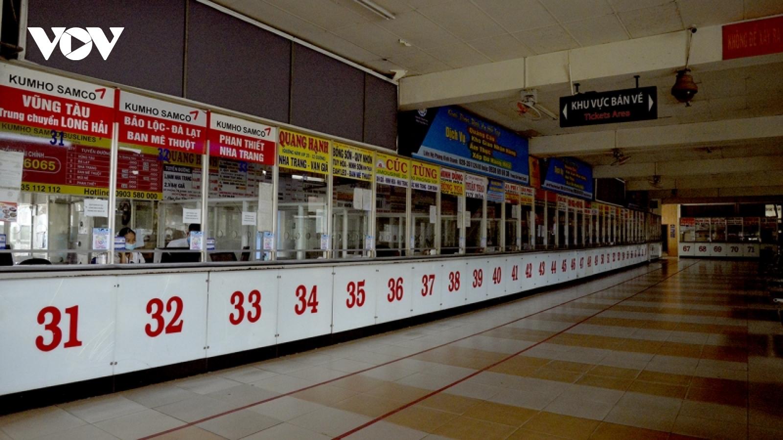 Ngày đầu thí điểm vận tải liên tỉnh, xe khách ở TP.HCM rời bến với hàng ghế trống