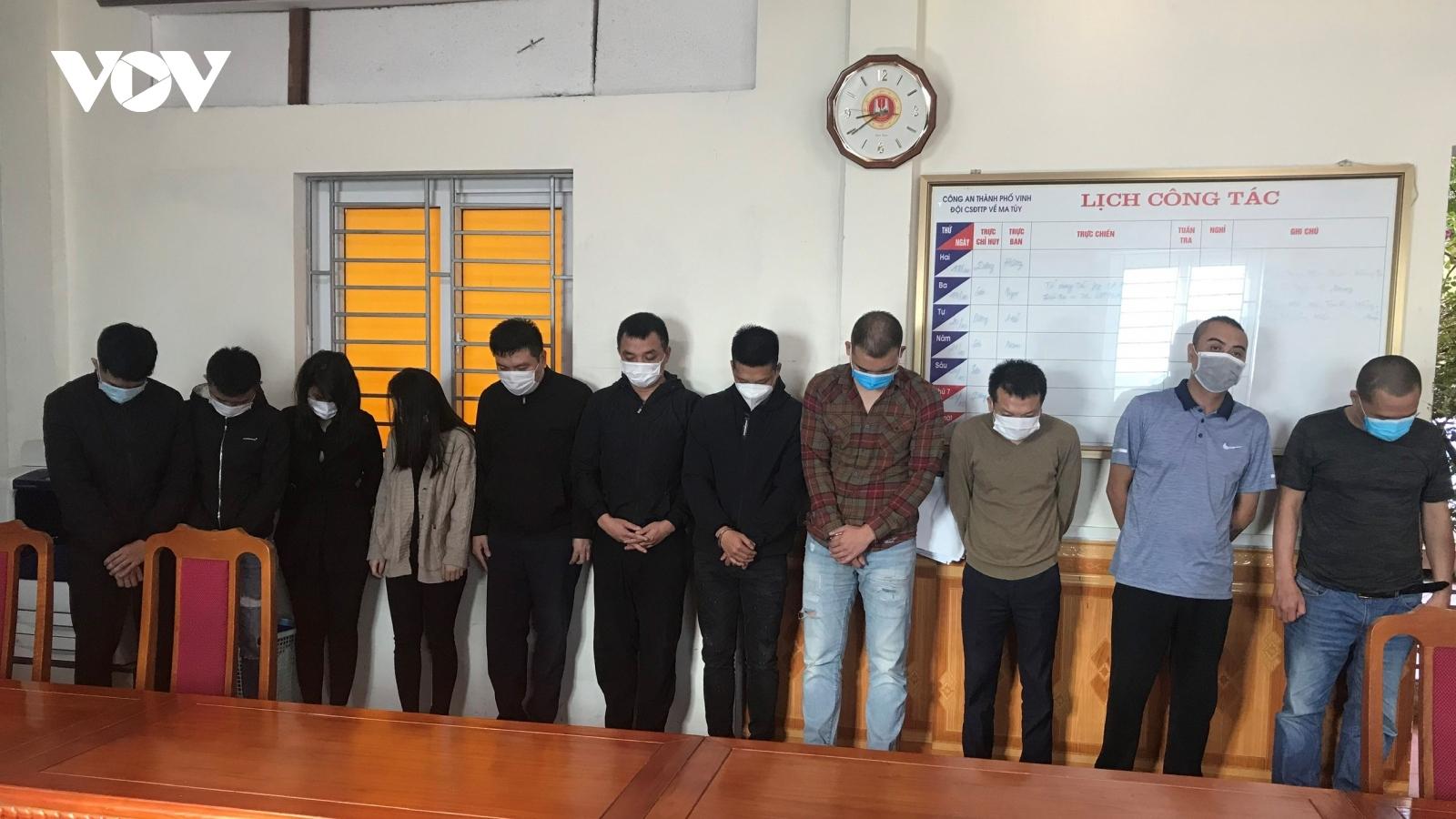 """11 nam, nữ mở """"tiệc ma túy""""trong chung cư ở TP Vinh"""