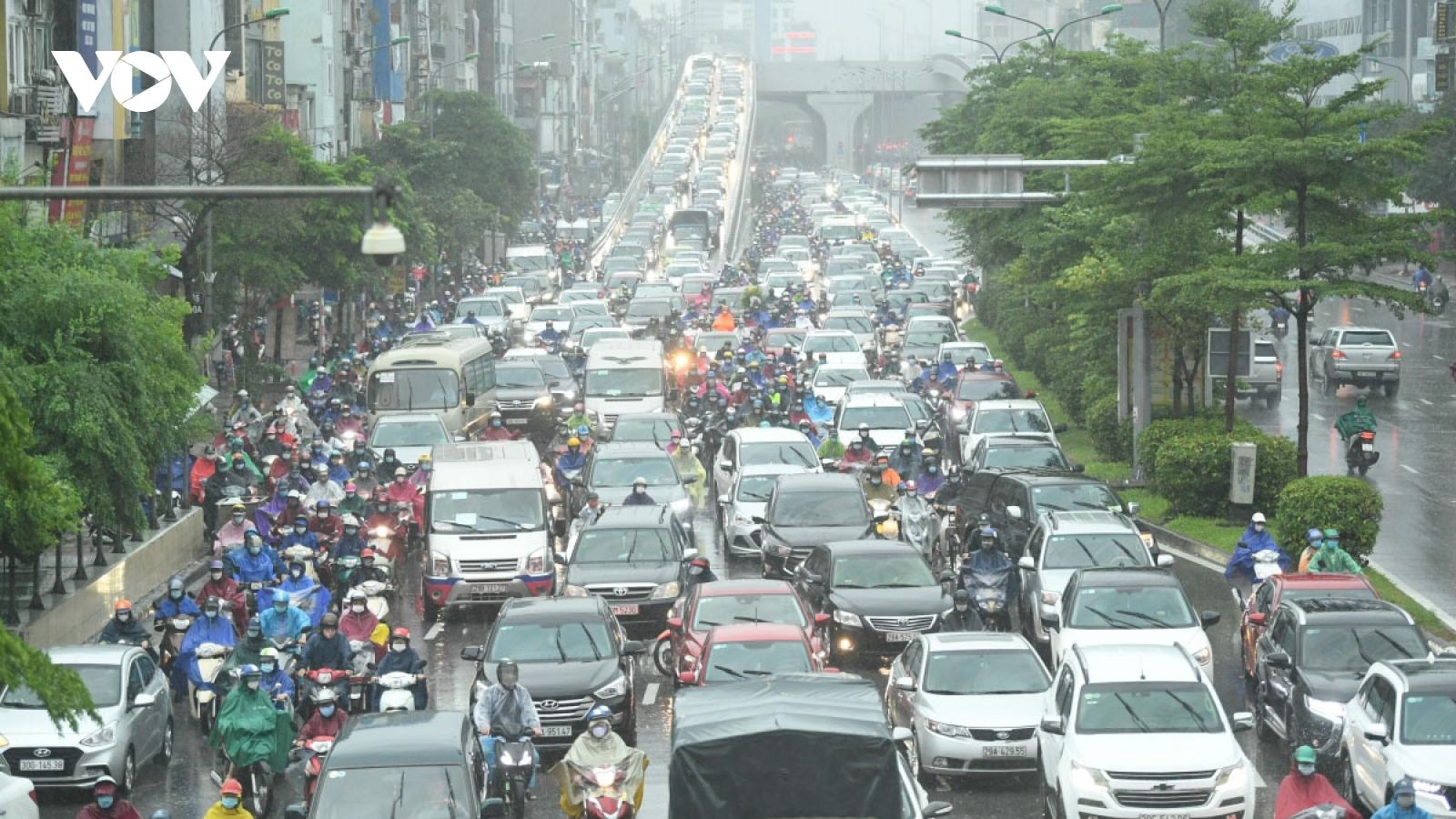 Heavy rain leaves Hanoi streets suffering traffic congestion