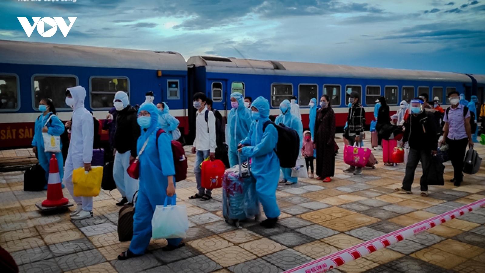 """Chuyến tàu """"đặc biệt"""" đưa 500 người dân Ninh Bình từ phía Nam về quê"""